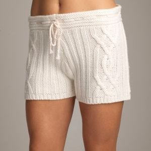 Lemon Collections white cable knit shorts